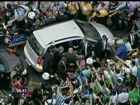 Tumulto: Papa é cercado por multidão no Centro do Rio de Janeiro - Secretário dos transportes comenta a confusão na chegada do Pontífice