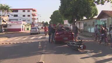 Acidente causa engarrafamento na rua Jovino Dinoá na hora de maior movimento. - Um acidente causa engarrafamento na rua Jovino Dinoá na hora de maior movimento.