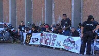 Agentes penitenciários entram em greve - Agentes penitenciários do estado entraram em greve nesta sexta-feira (26) por tempo indeterminado em reivindicação por reajuste salarial e melhores condições de trabalho.
