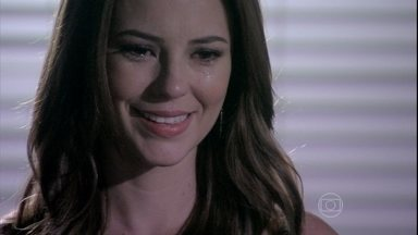 Paloma se apresenta a Mariah - Emocionada, a médica revela que é sua filha