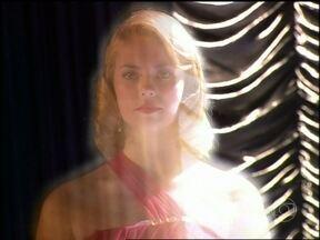 Espírito de Sônia aparece no teatro e pede para Clóvis ser preso - Todos na plateia ficam petrificados com a aparição