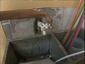 Moradores de Balsa Nova reclamam da falta de água e da rede de esgoto - Eles estão há cinco dias sem água.
