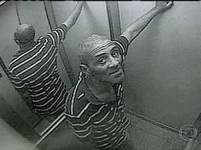 Homem usa disfarce de encanador para roubar apartamentos da Zona Sul do Rio - A polícia está tentando identificar um homem que se disfarça de encanador para roubar apartamentos na Zona Sul. O bandido aproveita a distração dos donos dos imóveis para levar dinheiro e objetos.