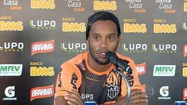 Ronaldinho Gaúcho desmente boatos de transfêrencia para Turquia - Jogador disse estar focado no Galo. Ele vai estar de volta ao tima para o jogo contra o Botafogo.