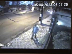 Câmera de segurança mostra Marcelo Pesseghini chegando à escola no dia do crime - O garoto de 13 anos foi com o carro da mãe para a escola, estacionou e caminhou até o portão de entrada. O melhor amigo do menino reconheceu Marcelo nas imagens.