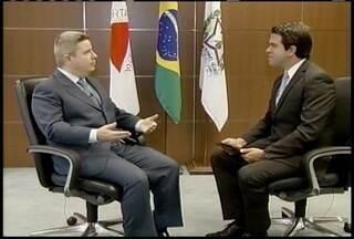Governador Anastasia concede entrevista e fala de investimentos no Norte de Minas - A seca foi um dos temas abordados.
