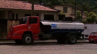 Motorista que abasteceu carro-pipa com água imprópria depõe em Palmeira dos Índios - Veículo foi apreendido enquanto abastecia em um açude não autorizado pela Defesa Civil.