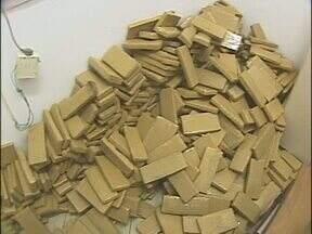 Mais de uma tonelada de maconha é apreendida em Foz do Iguaçu - A droga estava na região da ponte da amizade.