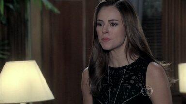 Paloma tenta defender Félix - César avisa que não mudará de ideia e exige que o filho reate o casamento com Edith. Félix questiona o pai sobre seu interesse por Jonathan