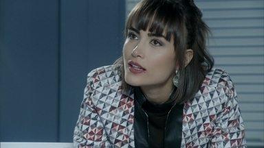 Patrícia descobre que Michel reatou com Silvia - Ela procura o médico e, depois de encontrá-lo com a advogada, decide se vingar