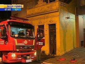 Caminhão dos bombeiros entrou em pane e sirene disparou nesta madrugada em Porto Alegre - Moradores da região central acordaram com o barulho.