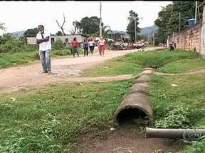 Bairro de Duque de Caxias sofre com problemas de infraestrutura - Os Parceiros do RJ da cidade da Baixada Fluminense mostram os problemas de infraestrutura enfrentados pelos moradores do bairro Branco. Eles reclamam da falta de saneamento básico, lixo espalhado e da pavimentação das ruas.