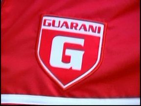 Jornalista vence promoção e leva para casa kit completo do Guarani-MG - Com frase mais criativa, ele revela a maior loucura que já fez pelo Guarani-MG. Kit contém agasalho, calça e bolsa do time.