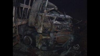 Acidente na BR-364 faz duas vítimas - Duas carretas bateram de frente próximo a Rondonópolis e uma delas pegou fogo.