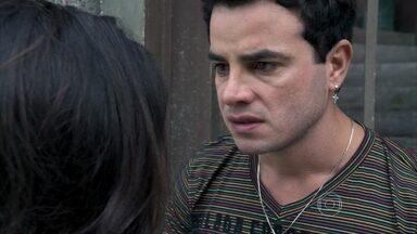 Carlito pede uma chance a Valdirene - Ele vê quando Ignácio deixa a periguete em casa. Denizard aconselha Carlito a esquecer Valdirene
