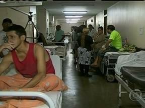 Pacientes aguardam atendimento por mais de três semanas no maior hospital de Brasília - O Jornal Nacional esteve na emergência do Hospital de Base de Brasília. Além da angústia da espera pelos corredores, pacientes correm risco.