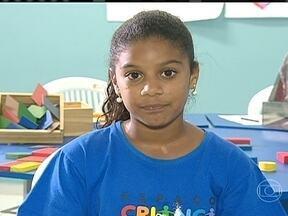 Criança Esperança ajuda 86 projetos pelo Brasil - Maria Fernanda Santos M. da Silva, de 11 anos, participa do Espaço Criança Esperança, em Jaboatão dos Guararapes (PE). De todas as atividades que participa, a que ela mais gosta é a aula de Língua Portuguesa.