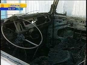Polícia investiga causa de incêndio em três veículos no Sul de SC - Polícia investiga causa de incêndio em três veículos no Sul de SC