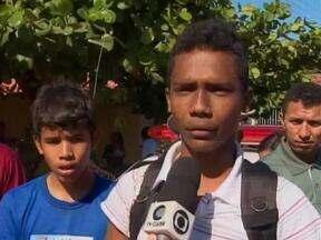 Ônibus escolar com 20 crianças vira em ponte de Demerval Lobão no Piauí - Moradores contam que transporte virou e caiu dentro de um córrego.Estudante disse que o motorista teria desviado de alguma coisa.