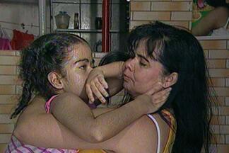 A luta de Rita de Cássia em busca de tratamento para a filha que tem uma doença crônica - A filha está com 16 anos e tem hidrocefalia.