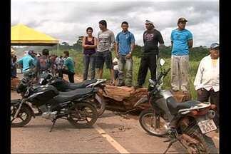 Agricultores bloqueiam principal acesso a Belo Monte - Manifestantes pedem energia elétrica e construção de ponte.