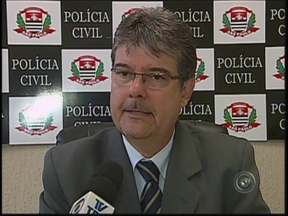 Ladrões fazem arrastão em restaurante de Bauru - A polícia faz buscas por três assaltantes promoveram um arrastão na noite desta terça-feira (20) em um restaurante na Avenida Otávio Pinheiro Brisola, na Vila Universitária, em Bauru (SP). Ao todo, 14 pessoas foram roubada.