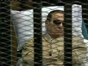 Justiça do Egito ordena que Hosni Mubarak seja libertado - Ex-presidente está preso desde 2011, quando foi deposto. Ele ainda vai continuar na prisão pelas próximas 48 horas. A notícia pode aumentar a tensão no Egito. Manifestantes querem que Mohamed Morsi volte ao poder.