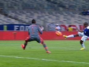 Felipe! Após bela jogada, Borges recebe na área e chuta, mas goleiro salva aos 14 do 1º - Felipe! Após bela jogada, Borges recebe na área e chuta, mas goleiro salva aos 14 do 1º.