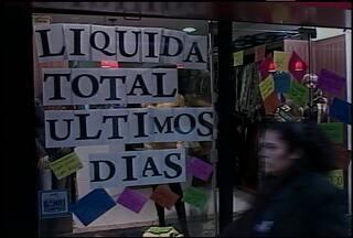 Período de liquidação atrai os consumidores em Santa Maria - Algumas lojas oferecem descontos de até 50 %.
