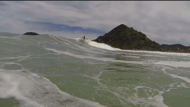 Surfista Marcelo Bonfim registra imagens sub-aquáticas - Ele tem realizado grandes coberturas pelo Brasil