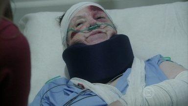 Ciça entra em contato com Paloma - A enfermeira recobra a consciência e conta para a pediatra que Alejandra a empurrou de um penhasco