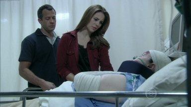 Ciça aconselha Paloma e Bruno a tomarem cuidado com Alejandra - A enfermeira afirma que a sequestradora não gosta de Paulinha