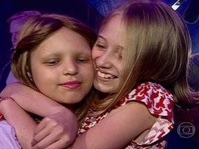Menina de 10 anos doa cabelo para peruca de amiga com câncer - Tratamento contra um tumor no cérebro dez os cabelos de Bruna caírem. Katherine sempre quis doar os cabelos.