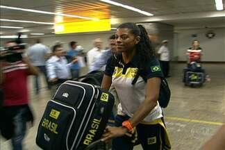 Seleção de vôlei feminino chega a São Paulo após título do Grand Prix - Após conquista no Japão, jogadoras chegam a São Paulo e Zé Roberto pede cautela, avisando que o caminho de preparação é longo até os Jogos Olímpicos.