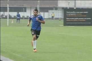 Gabriel volta a treinar após susto no Rio, mas vira baixa no Santos contra o Atlético-PR - Jogador está fora do duelo contra o Atlético-PR, por causa da Seleção sub-17.