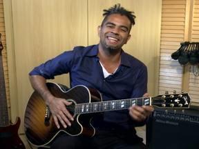Exclusivo na web: Jairzinho canta música para ajudar na alimentação das crianças - O músico usa suas canções para incentivar as filhas na hora das refeições e, no vídeo, dá dicas para os pais.