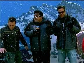 André Marques quer saber: Neve é coisa de gente chique? - Valdirene, de 'Amor', vai para o Chile na lua de mel, e alguns famosos dão pitacos