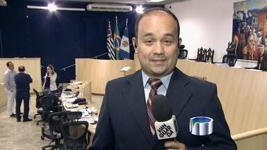 Câmara de Taubaté (SP) discute abertura de CP para investigar denúncias contra Ortiz Jr - Sessão vai decidir se Comissão Processante será aberta ou não pelos parlamentares.