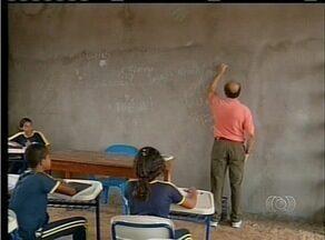 Alunos de escola estadual em Ananás tem aula em escola inacabada - Alunos de escola estadual em Ananás tem aula em escola inacabada