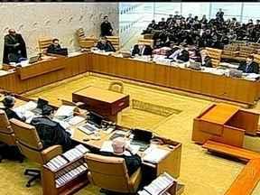 Supremo rejeita recursos de mais três condenados no mensalão - O Supremo Tribunal Federal reafirmou que tem a palavra final sobre a perda de mandato dos parlamentares condenados no mensalão. Os ministros julgaram recursos de mais quatro réus.