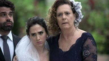 Valdirene se irrita com Carlito - A família tripudia da situação da periguete. Márcia agradece o apoio de Rinaldo