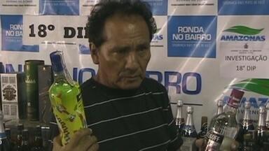 Idoso é preso suspeito de adulterar bebidas em Manaus - Empresário tentou subornar os policiais com uma quantia de R$ 3 mil.