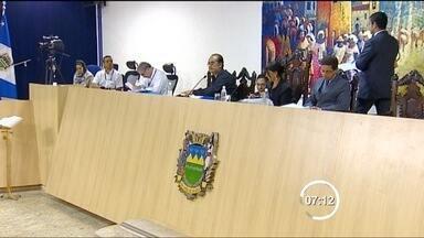 Com 15 votos contrários, Câmara de Taubaté arquiva CP contra Ortiz Jr. - Foram três votos favoráveis e uma abstenção na sessão de quarta (4). Para ser aprovada, seriam necessários 13 votos favoráveis à Comissão Processante. Prefeito de Taubaté é investigado por fraude em licitações da FDE.