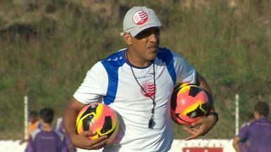 Silas é o novo técnico do América-MG - Ele será o substituto de Paulo Comelli, demitido após a derrota para o ABC.