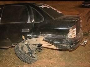 Cinco carros se envolvem em acidentes na Estrutural - Um motorista tinha parado no acostamento, quando um táxi bateu e rodou na pista, na altura de Vicente Pires. Ainda de acordo com o motorista, minutos depois, uma mulher num outro veículo, diminuiu a velocidade e teria provocado outro acidente.