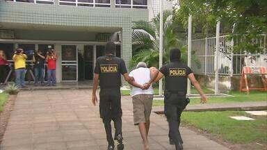 Operação policial prende 14 pessoas suspeitas de tráfico de drogas e assassinatos - De acordo com a polícia, as ordens para os crimes eram dadas por detentos de dentro dos presídios em Pernambuco.
