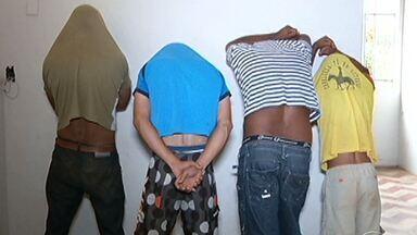 Polícia prende quatro homens por descumprimento da lei Maria da Penha - A polícia de Montes Claros prendeu quatro homens por terem descumprido o que é determinado pela lei Maria da Penha. A delegacia da Mulher foi criada na cidade há dois meses, e já foram cumpridos oito mandatos de prisão por violência contra a mulher.