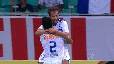 Cruzeiro vence o Bahia e conquista 'título' de campeão do primeiro turno - Cruzeiro derrota o Bahia por 3 a 1 em Salvador e termina primeiro turno na liderança