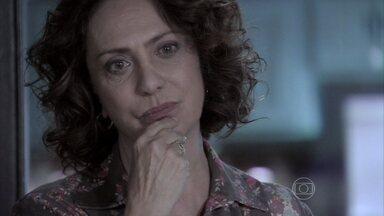 Ordália não deixa Denizard emprestar dinheiro para Márcia - A ex-chacrete conta que está falida e pede ajuda aos pais de Carlito para voltar a vender cachorro-quente