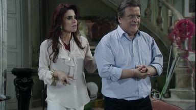 Atílio promete ajudar Márcia - Murilo tenta seduzir Valdirene. Carlito se irrita. Gigi reclama quando Atílio manda Márcia procurá-lo no hospital